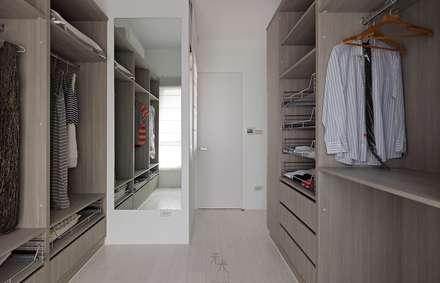 غرفة الملابس تنفيذ 禾光室內裝修設計 ─ Her Guang Design