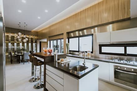 MG House: modern Kitchen by Living Innovations Design Unlimited, Inc.
