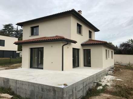 Maison architecte : Maison individuelle de style  par VILLE ET HABITAT construction