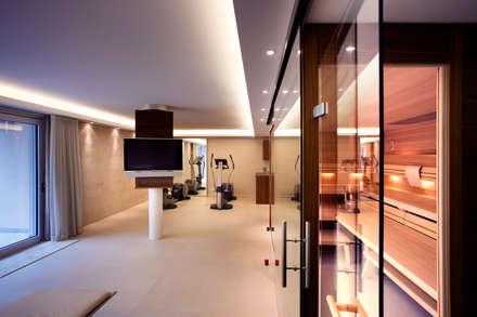 Saunas de estilo  por Gira, Giersiepen GmbH & Co. KG