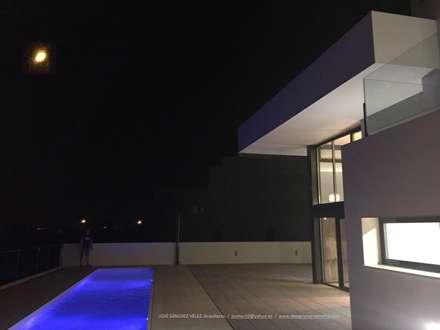 Perspectiva: Casas unifamilares de estilo  de Estudio de Arquitectura, Interiorismo y Urbanismo José Sánchez Vélez  653 77 38 06