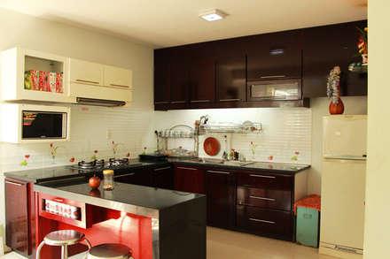 Không gian bếp hiện đại với đầy đủ tiện nghi.:  Bếp xây sẵn by Công ty TNHH Xây Dựng TM DV Song Phát