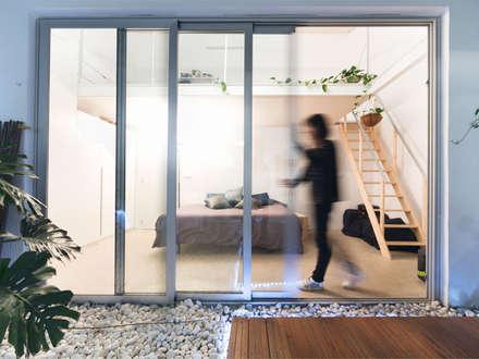 Office 2: Estudios y despachos de estilo mediterráneo de Eseiesa Arquitectos