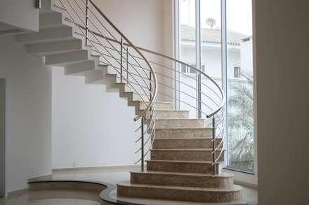 Stairs by Penha Alba Arquitetura e Interiores