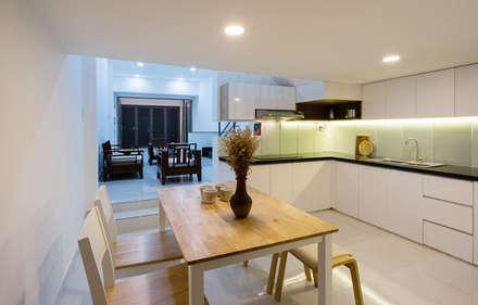 Không gian phòng bếp trước và sau cải tạo có sự khác biệt rất lớn.:  Phòng ăn by Công ty TNHH Xây Dựng TM DV Song Phát