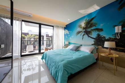 Camera da letto in stile in stile Tropicale di 木皆空間設計