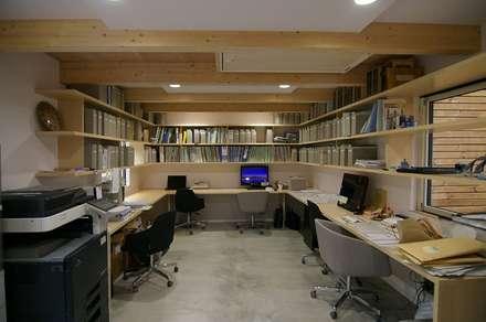 Sky Court: 株式会社 ATELIER O2が手掛けた書斎です。