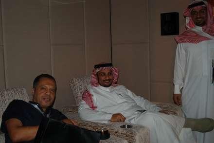Sala de Cinema Apresentada na Decofair em Jeddha Arábia Saudita: Produtos eletrónicos  por Segurtec - Home Technology Designers