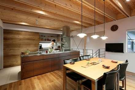 むこう空の家: 株式会社 ATELIER O2が手掛けたキッチンです。