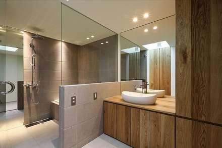 インエイ: 株式会社 ATELIER O2が手掛けた浴室です。