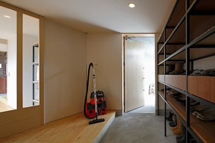 HONEST HOUSE: 株式会社 ATELIER O2が手掛けた廊下 & 玄関です。