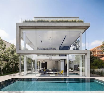 Carried out in the slightest details: moderner Pool von Paul Marie Creation