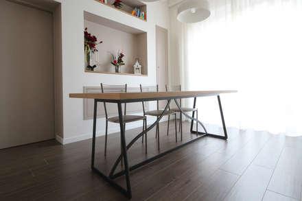 Tavolo Country Moderno: Sala da pranzo in stile In stile Country di JFD - Juri Favilli Design