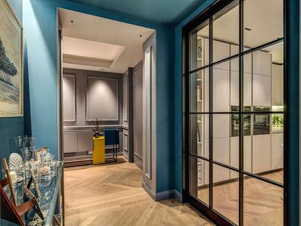 ENGLEN: Ingresso & Corridoio in stile  di MOB ARCHITECTS