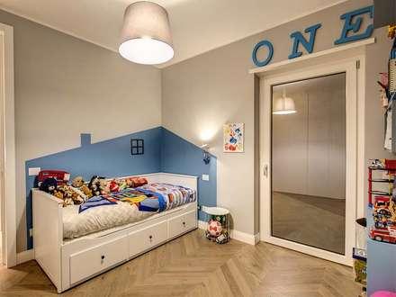 ENGLEN: Camera da letto in stile in stile Moderno di MOB ARCHITECTS