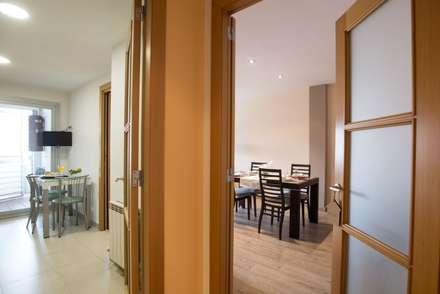Pasillo: Pasillos y vestíbulos de estilo  de Redecoram Home Staging