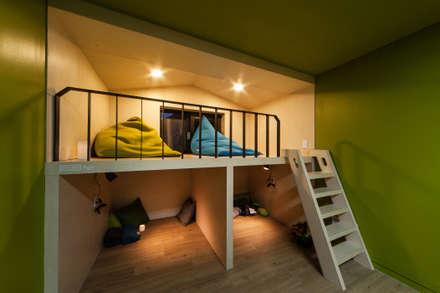 북까페, 복합문화공간: 스튜디오 마니의  서재 & 사무실