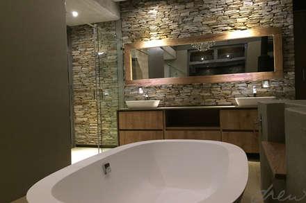 modern lodge: modern Bathroom by drew architects + interiors