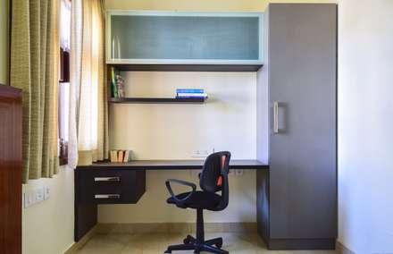 home office: modern Media room by Team Kraft