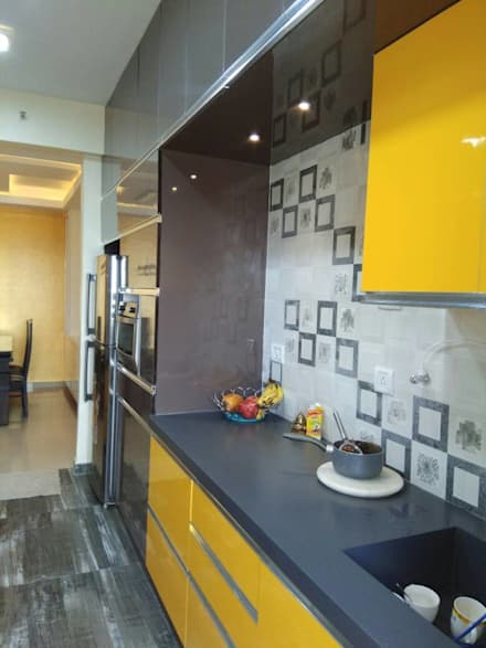 DLF Westend Heights   A1124: Modern Kitchen By Pebblewood.in