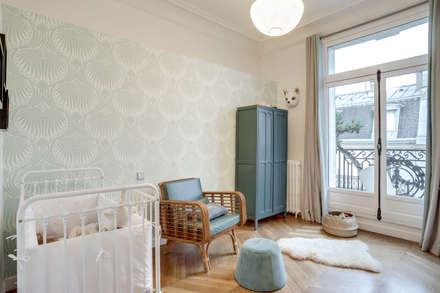 PARIS 2: Chambre d'enfant de style de style Moderne par BMA