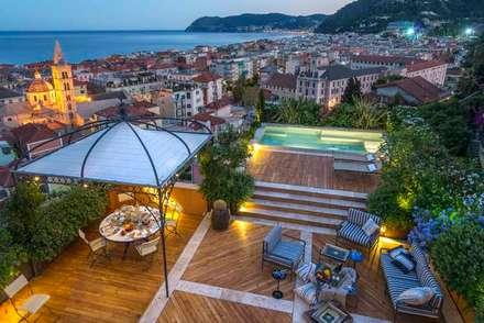 Villa B: Giardino in stile in stile Mediterraneo di Studio S.O.A.P.