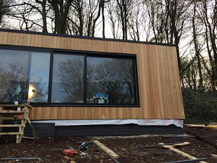 Garden Room - Penryn:  Wooden houses by Building With Frames