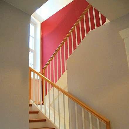 Treppenhaus:  Flur & Diele von FLINT-DESIGN INTERIOR