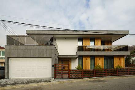 주택외관: 위즈스케일디자인의  테라스 주택