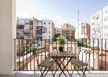 Apartamento en Poble Sec: Terrazas de estilo  de Gramil Interiorismo II