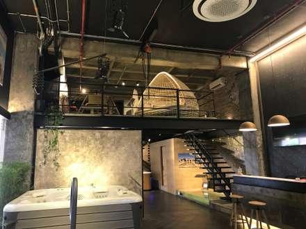 Ambiente Azul: Oficinas y Tiendas de estilo  por EXPERIMENTAL ARQUITECTOS S.A.S