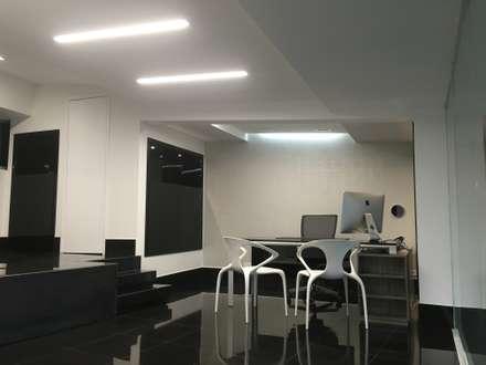 Oficina 717B: Oficinas y Tiendas de estilo  por EXPERIMENTAL ARQUITECTOS S.A.S