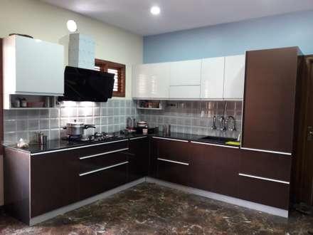 Project Gayatri - Mahalaxmi Layout - Bangalore: modern Kitchen by Pebblewood.in