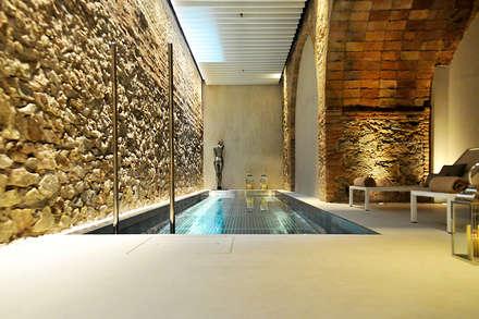 HOTEL ABAC: Spa de estilo moderno de INBECA Wellness Equipment