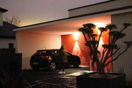 Cadre Urbain: Garage / Hangar de style de style Moderne par AM architecture