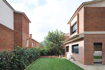 Reforma y Ampliación Casa Fogaroses: Terrazas de estilo  de Abrils Studio