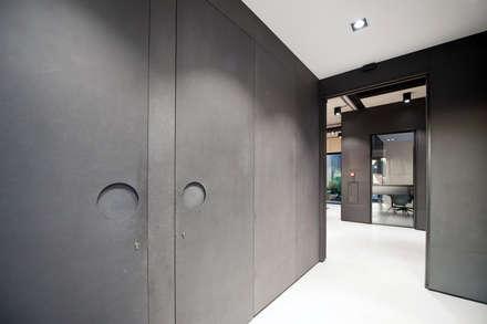 Cementgebonden Gietvloer in Huizen:  Kantoorgebouwen door Motion Gietvloeren