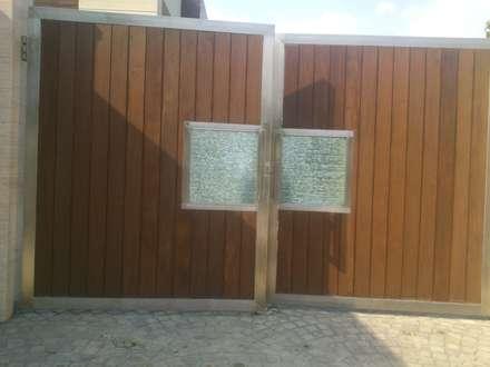 Exterior gate:  Villas by ANBN DESIGNS