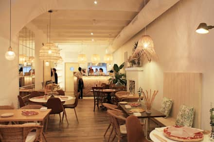 Restaurante: Locales gastronómicos de estilo  de Neus Conesa Diseño de Interiores