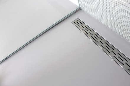 PU-Gietvloer als Basis voor een Tijdloos Interieur : moderne Badkamer door Motion Gietvloeren