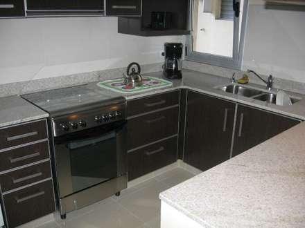 Cocina completa.: Muebles de cocinas de estilo  por NG Estudio