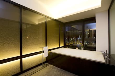 The Harbour Side: modern Bathroom by Clifton Leung Design Workshop