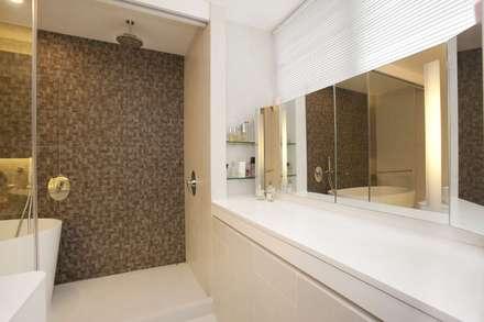 Tregunter Tower: modern Bathroom by Clifton Leung Design Workshop