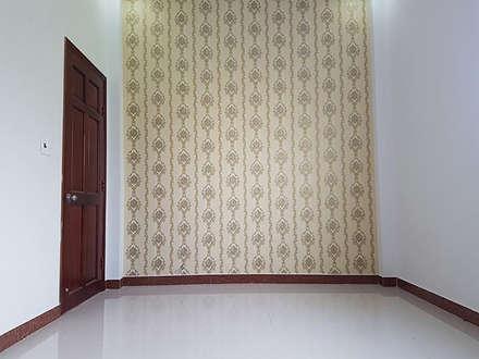 Nhà Ống 2 Tầng Mái Thái 95m2 Thiết Kế Rộng Rãi:  Phòng học/Văn phòng by Công ty TNHH Thiết Kế Xây Dựng Song Phát