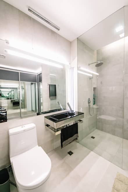 WW House: Minimalistic Bathroom By Living Innovations Design Unlimited, Inc.