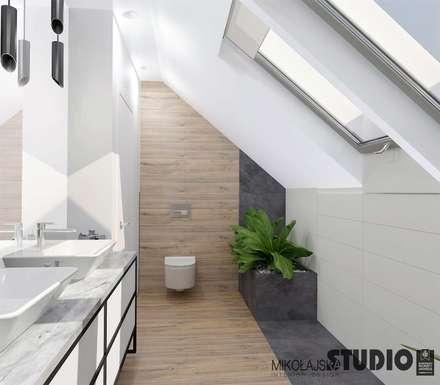 jasna łazienka na poddaszu: styl , w kategorii Łazienka zaprojektowany przez MIKOŁAJSKAstudio