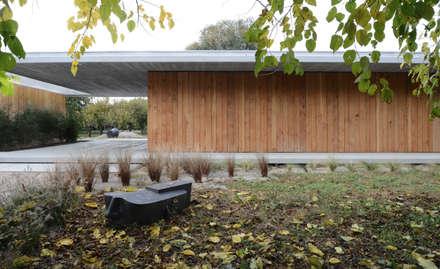 058_VILLA IN CAMPAGNA: Spogliatoio in stile  di MIDE architetti
