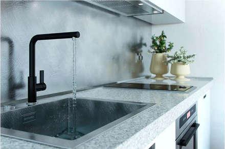 Không gian bếp tuy nhỏ nhưng vẫn đầy đủ tiện nghi.:  Bếp xây sẵn by Công ty TNHH Xây Dựng TM DV Song Phát
