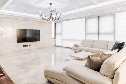 목동 하이페리온 183㎡ 56PY: wid design 위드디자인의  거실