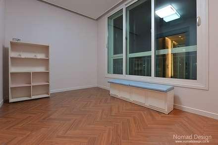66평 엘크루블루오션 - 부산: 노마드디자인 / Nomad design의  어린이용 침실